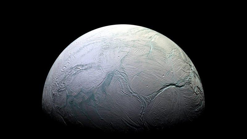 Encélado, la luna de Saturno que esconde un océano en su interior. Foto: NASA