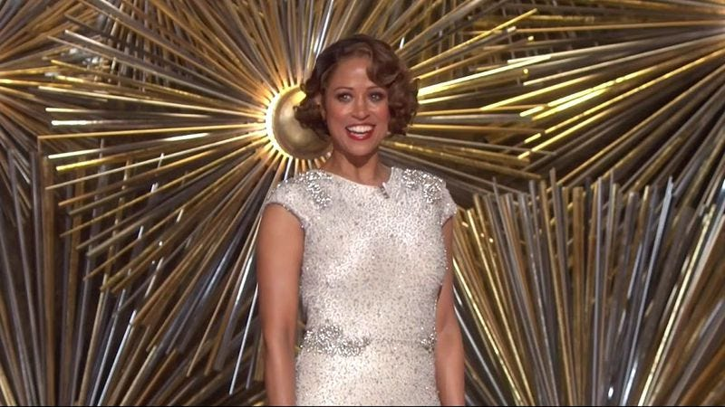 Illustration for article titled Stacey Dash walks the Oscars stage for a joke that falls flat