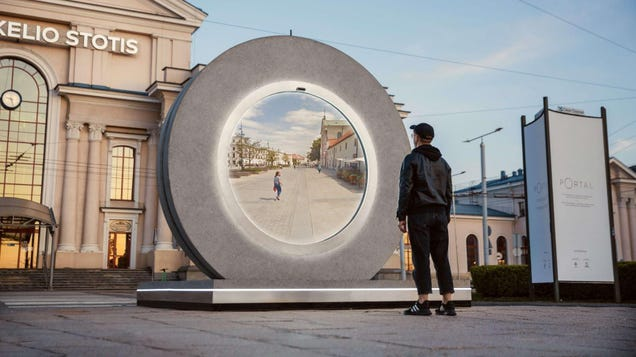 This Stargate-esque Portal Connects You With People 376 Miles Away in Real-Time