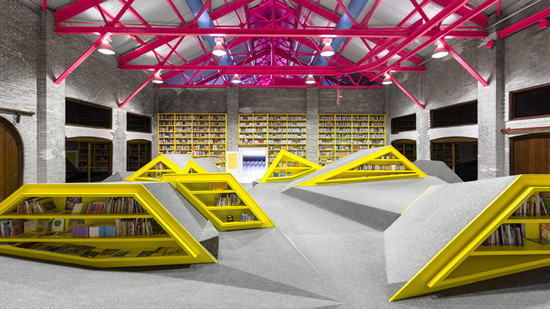 Illustration for article titled A Mountain Range of Shelves Turns This Kids' Library Into a Playground
