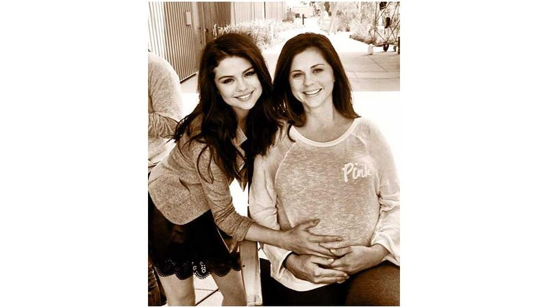 Illustration for article titled Selena Gomez and Her (Basically) Identical Twin Mom