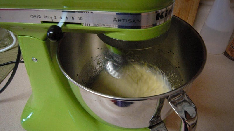 Illustration for article titled Keep Your Stand Mixer from Making a Mess With a Kitchen Towel