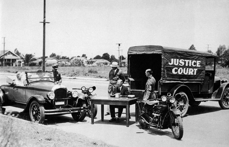 Illustration for article titled In the 1920s, Mobile Traffic Court Brought the Judge to You