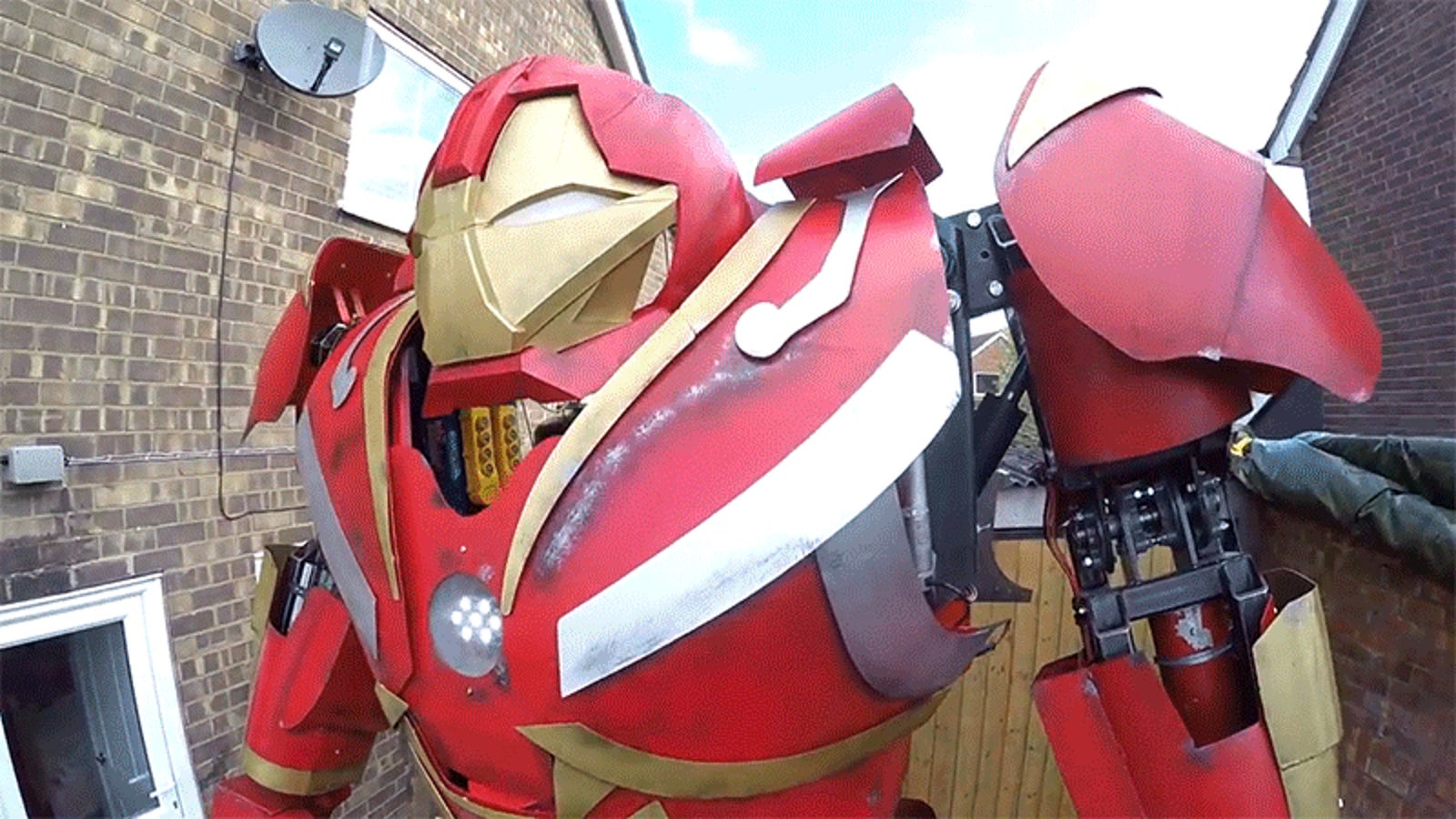 A Pair of Aspiring Tony Starks Built an Enormous Hulkbuster Using Parts Bought on eBay