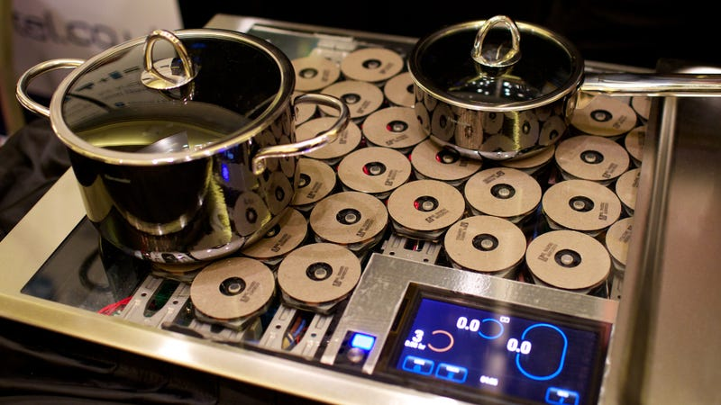 Illustration for article titled Thermador's Freedom Stove Is the Biggest Ever Way to Cook with Magnets