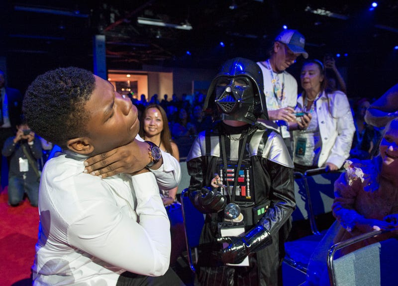 Illustration for article titled The Most Adorable Thing You Will See Tonight Is Tiny Child Vader Force-Choking John Boyega
