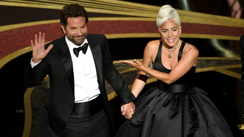 Illustration for article titled A Star Is Born is returning to theaters with 12 new minutes of Gaga and Bradley Cooper sexual tension