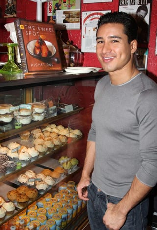 Illustration for article titled A.C. Slater Makes His Bayside Baking Dreams Come True