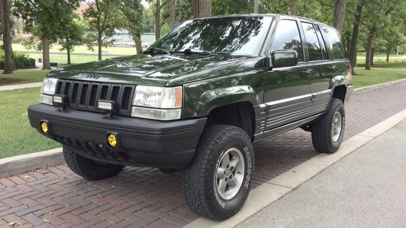 Illustration for article titled At $8,200, Is It High Time Someone Buy This Lifted 1995 Jeep Grand Cherokee?