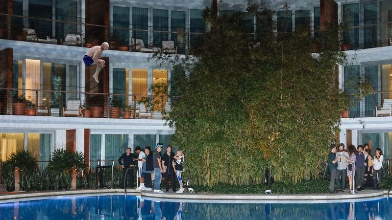 Illustration for article titled Sanders Impresses Florida Voters By Jumping From Hotel Balcony Into Pool