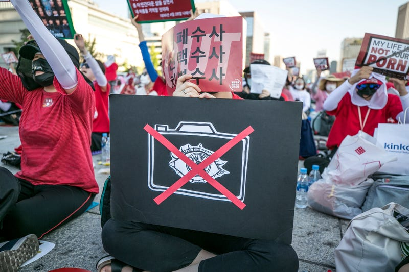 Illustration for article titled South Korea's Rampant Spy-Cam Porn Problem Prompts Crackdown at Transportation Hubs