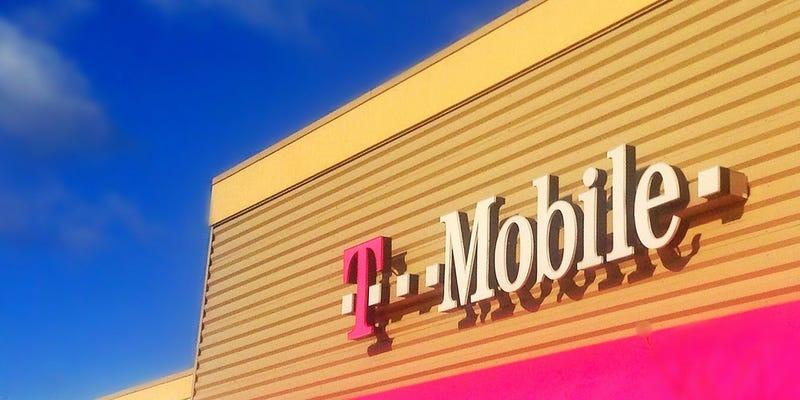 Illustration for article titled Sprint CEO Brands T-Mobile's Uncarrier Concept Bullshit on Twitter