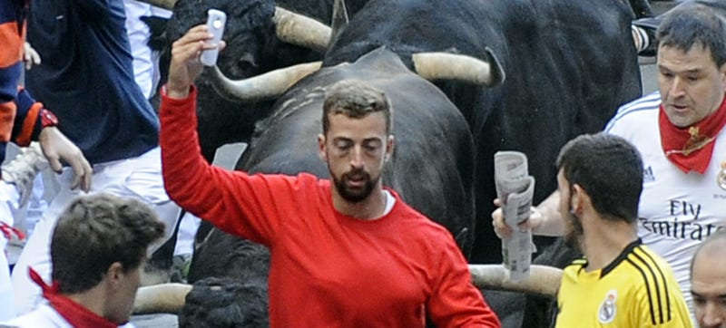 Illustration for article titled Idiot Tries to Take Selfie While Running With the Bulls