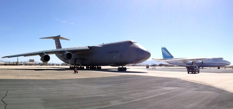 Com 39 volare il pi grande jet d 39 america il gargantuan c for Grandi jet d affari in cabina