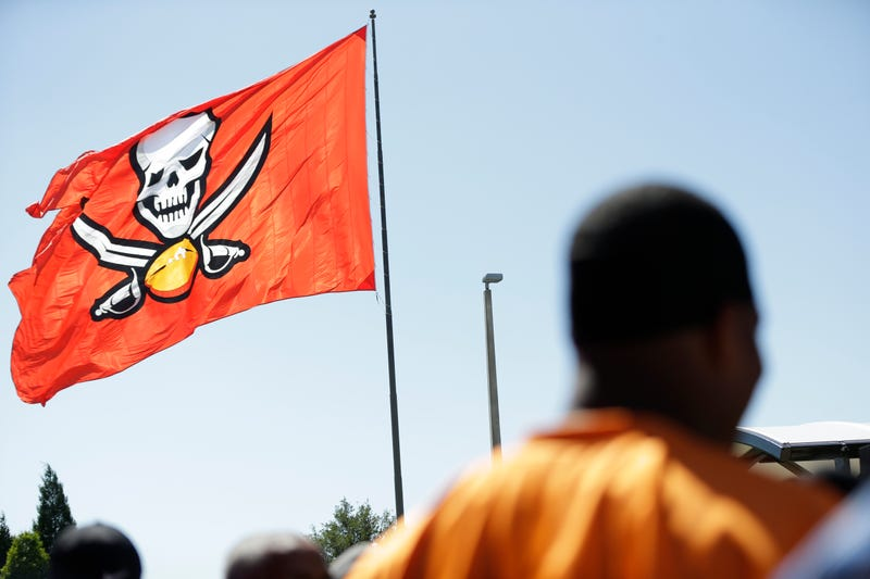 Illustration for article titled Giants Fan Arrested For Allegedly Trying To Burn Down Enormous Buccaneers Flag