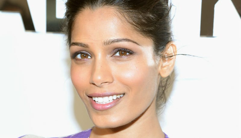Illustration for article titled Freida Pinto Would Like to Remind Us That She Is Still Really Gorgeous