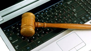 Illustration for article titled Juror Sends Defendant Encouraging Facebook Message During Deliberations