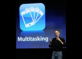 Illustration for article titled The Reason Why Apple Is Not Enabling Multitasking In Old iPhones and iPods