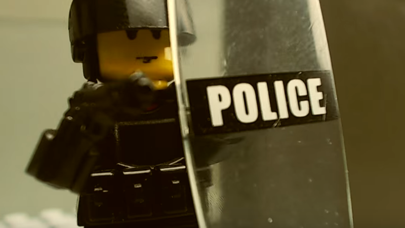 Illustration for article titled LEGO Rainbow Six Siege Is Pretty Accurate