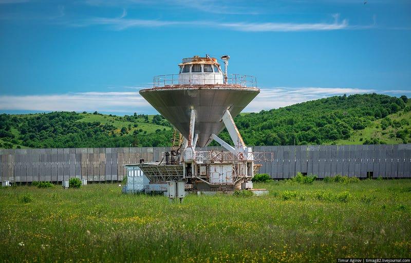 Una de las antenas del Radiotelescopio RATAN-600 en Rusia. Foto Timur Agirov