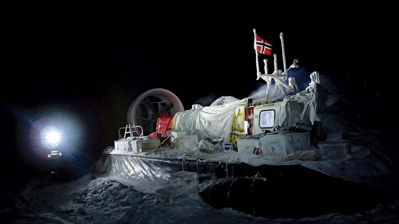 Illustration for article titled Daring Scientists Are Spending Six Months Adrift on an Arctic Ice Floe
