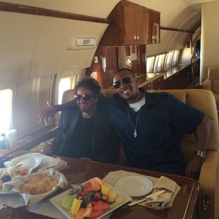 Illustration for article titled Al Pacino And Paul Pierce Chilling On A Private Jet