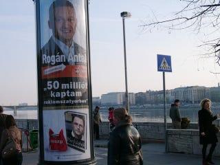 Illustration for article titled Rogán Antal 50 milliót kapott (reklámszatyorban)
