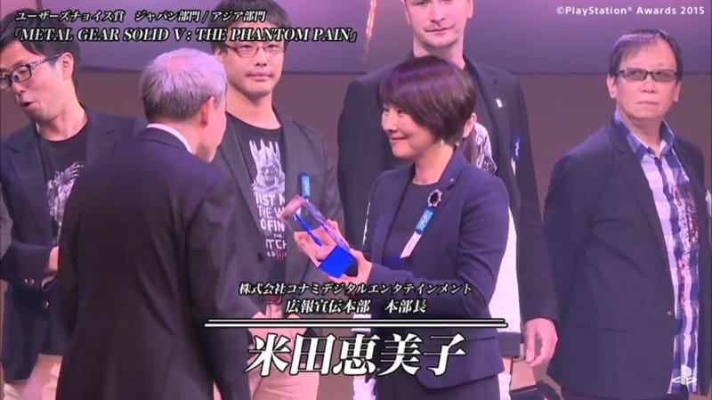 Illustration for article titled A Konami PR Person Just Got a Metal Gear Solid V Award Instead of Hideo Kojima