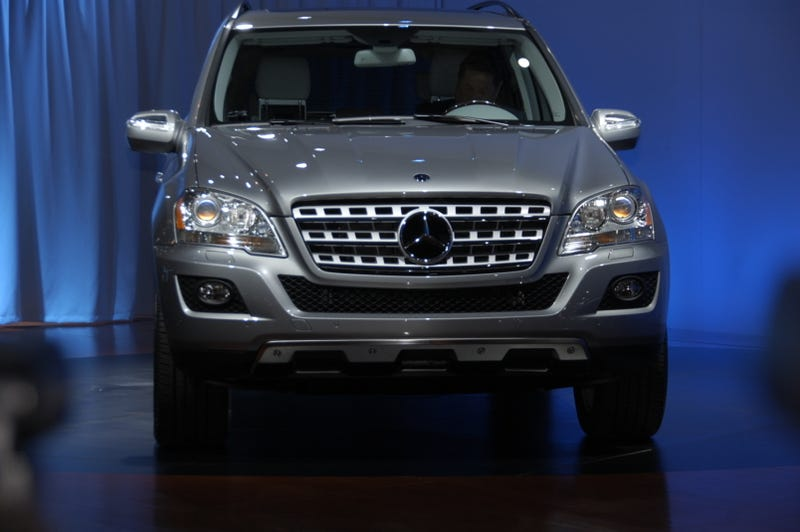 Illustration for article titled 2010 Mercedes ML450 Hybrid: V8 Power With V6 Fuel Economy