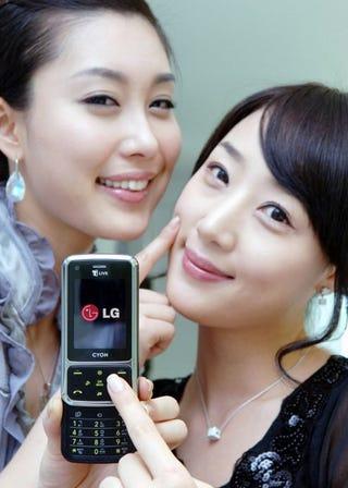 Illustration for article titled LG SH240 Designed With Skin-on-Skin Action in Mind
