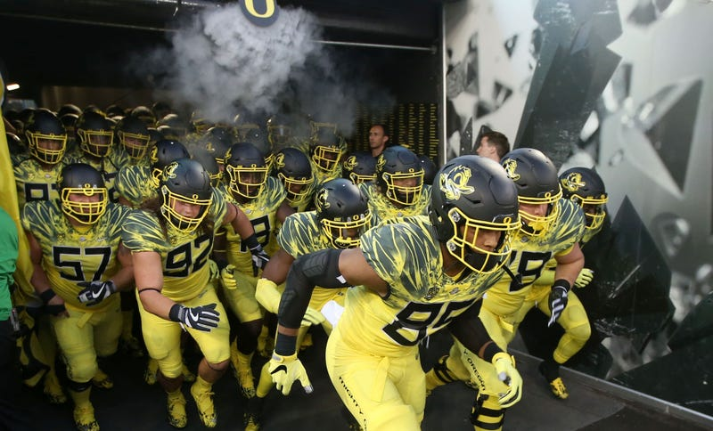 Oregon Ducks strength and conditioning coach suspended after players hospitalized
