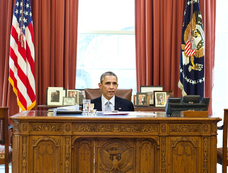 obamas oval office. Obama Still Hasn\u0027t Figured Out How To Adjust Height Of Oval Office Desk Chair Obamas