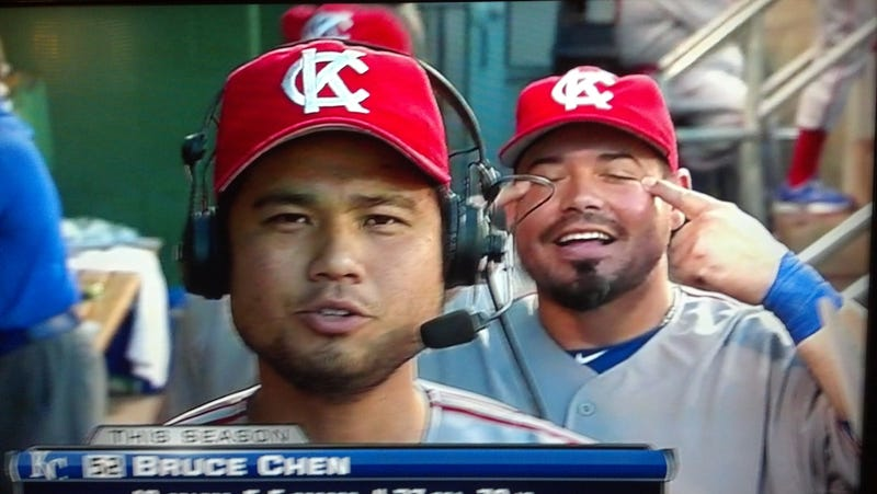 Illustration for article titled Royals Teammate Was Probably Just Trying To Tell Bruce Chen He Had Something In His Eyes