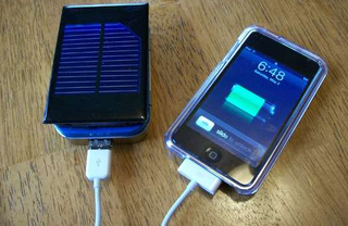 Illustration for article titled DIY Solar-Powered iPhone or iPod Charger