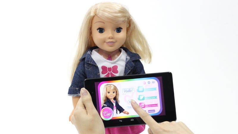 Illustration for article titled Alemania pide a todos los padres que destruyan la muñeca Cayla por temor a que sea hackeada