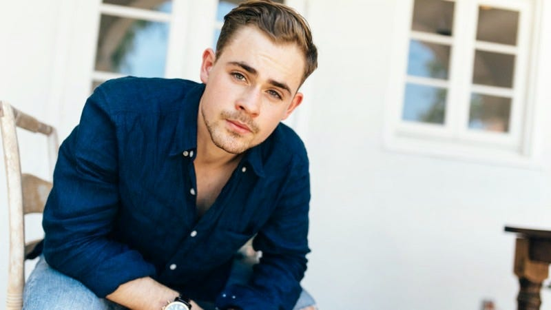 Dacre Montgomery can both steal girlfriends AND perform stunts in spandex. Image: Netflix