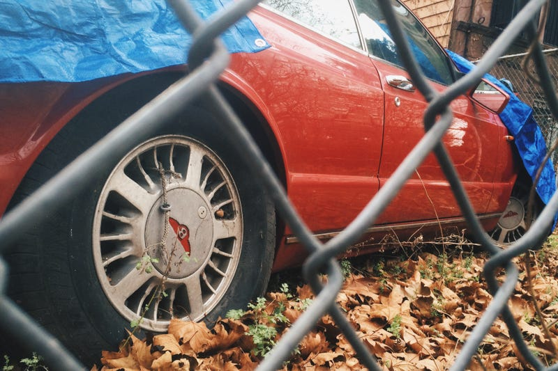 Illustration for article titled There's an abandoned Bentley Continental R in my neighborhood