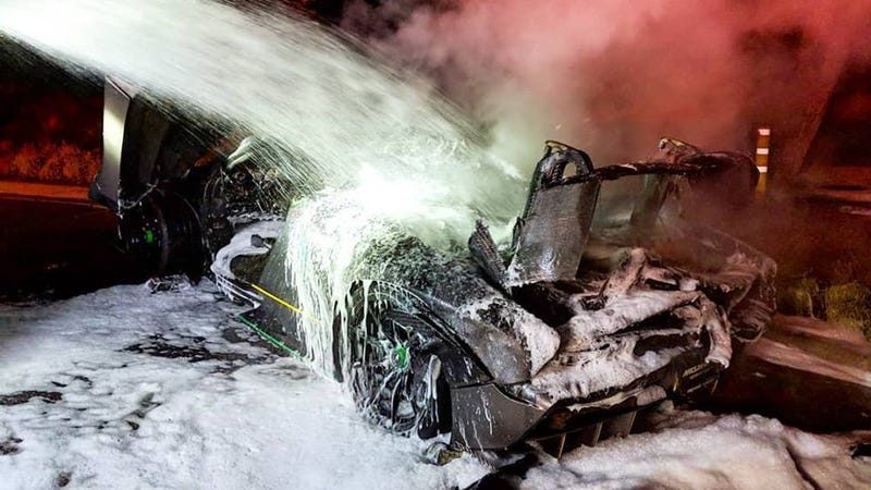 Illustration for article titled Owner of McLaren Senna That Caught Fire Says It 'Burned Itself' (Updated)