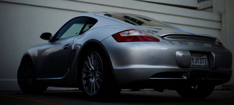 Illustration for article titled Saw a Porsche Cayman S today and I had my camera!