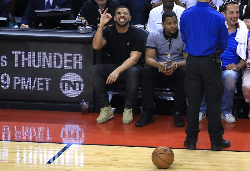 Illustration for article titled Four Photos Of Drake At The Raptors Game