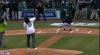 Illustration for article titled Denard Robinson's First Pitch At The Tigers Game Eventually Reached Home Plate