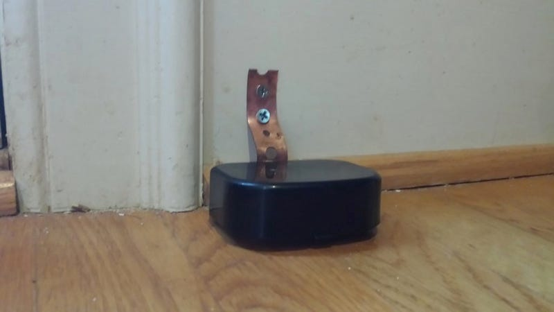 Illustration for article titled This DIY Dog Doorbell Lets Your Pet Tell You When It's Time to Go Out