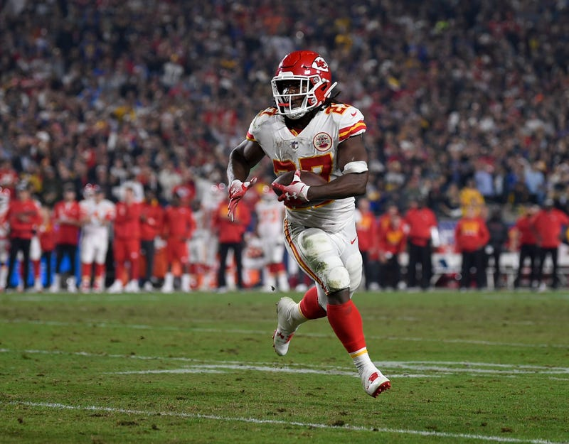 Illustration for article titled Kansas City Chiefs Cut Star NFL Running Back Kareem Hunt After Video Footage Surfaces of Alleged Assault