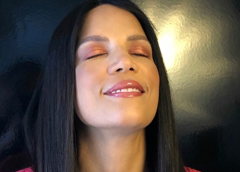 Sunset eye shadow, finished look, on The Glow Up's Veronica Webb