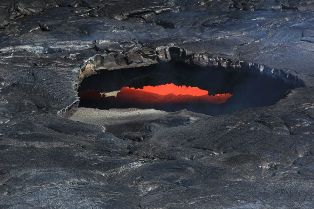 This Eruption Spells Gently Impending Doom For A Hawaiian Suburb