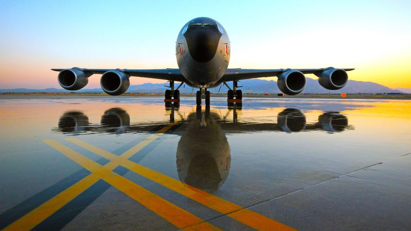 Illustration for article titled A Sunset and Wet Runway Sure Make an Airplane Look Pretty