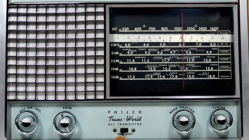 Illustration for article titled Even Shock Jocks Sound Sweet on this Vintage Shortwave Radio