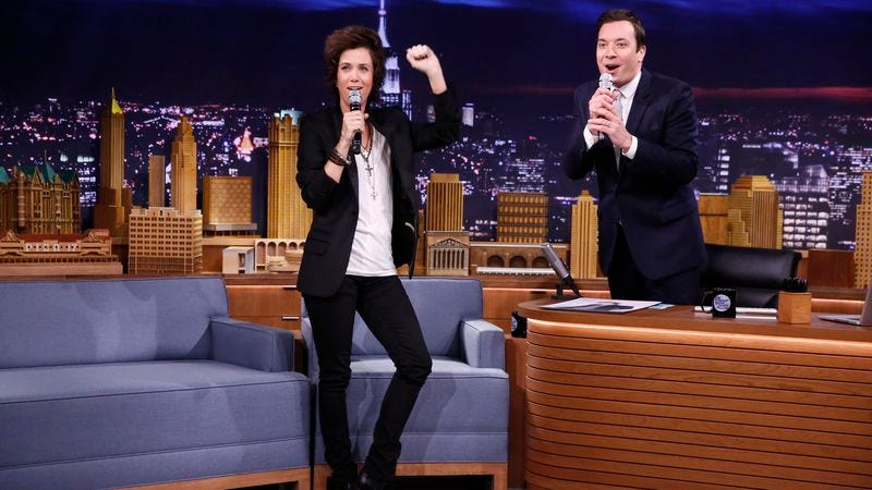 """Illustration for article titled Jimmy Fallon's Tonight Show is an """"Emperor's New Clothes"""" kinda deal"""