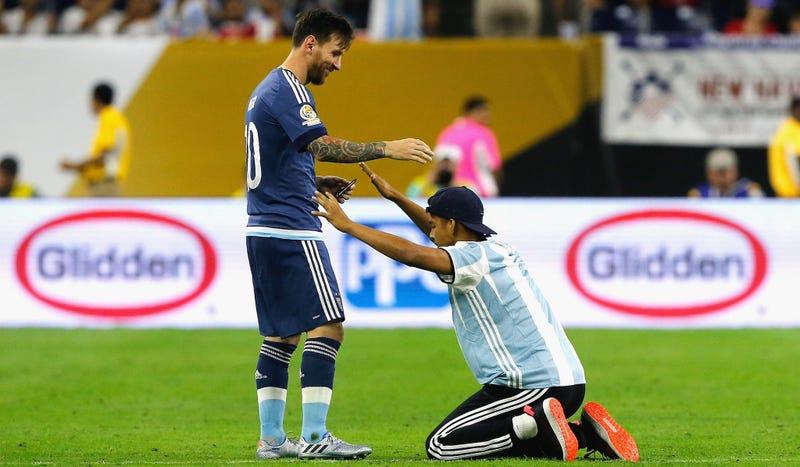 The Lionel Messi Appreciation Thread & Fan Club III - Page 3 X52qls9dnrwuf9oepl5q
