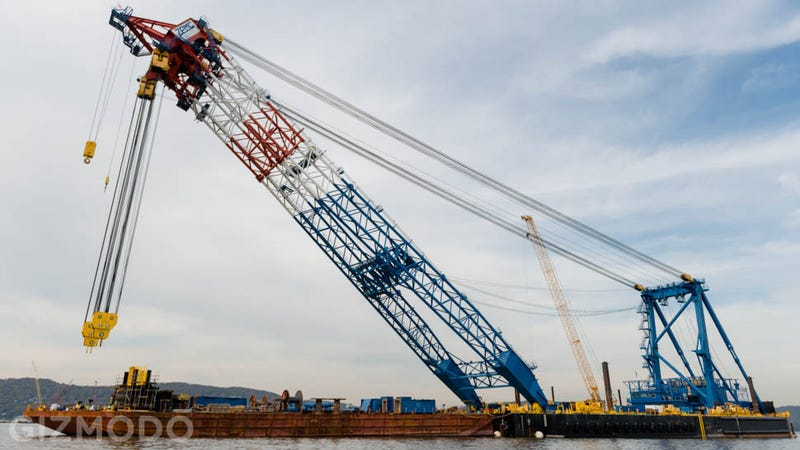 Illustration for article titled I Lift NY: Meet the Floating Super-Crane Building the Tappan Zee Bridge